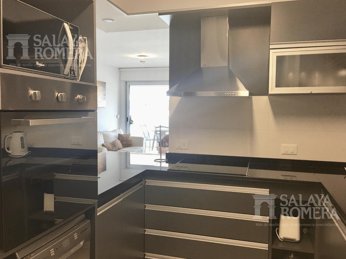 venta departamento en playa brava, 2/3 dormitorios, suite, terraza, garage, servicios