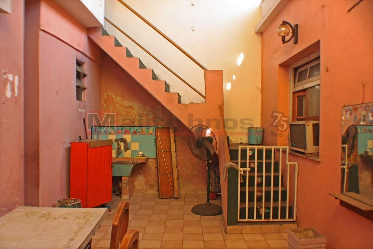 venta departamento tipo casa 4 ambientes con patio cubierto y terraza.