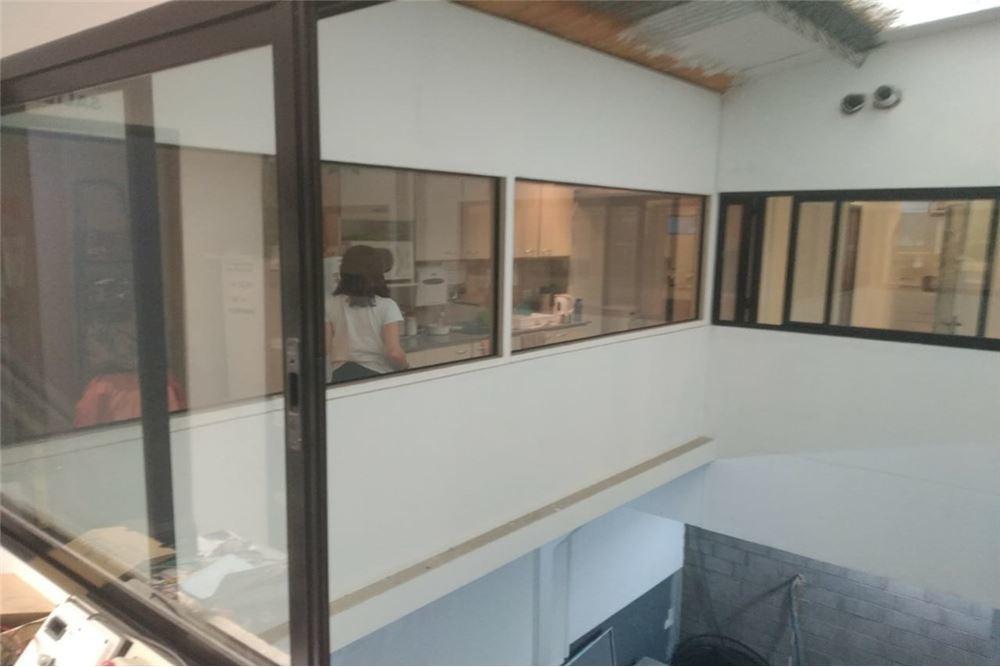 venta- depósito con oficinas en primer piso- morón