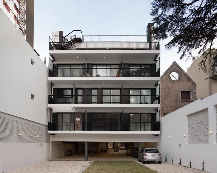 venta dos amb con renta, patio, balcón, cochera - belgrano r