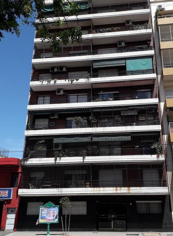venta dpto. 3 ambientes con balcón al frente en constitución