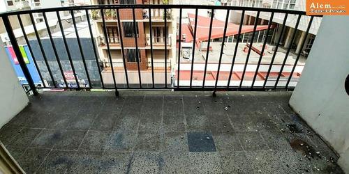 venta dpto 3 ambientes con dependencia! balcón! con cochera a 4 cuadras del edificio.