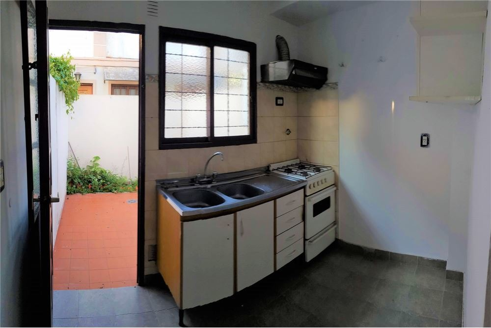 venta duplex 2 ambientes con patio v luzuriaga