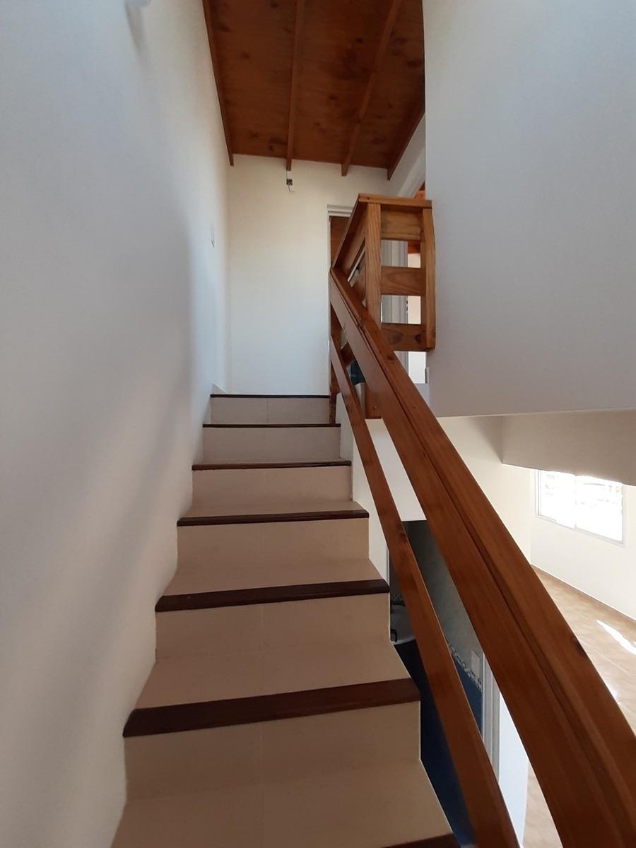 venta dúplex 3 ambientes 54 e/1 y 2 primer piso mar del tuyu