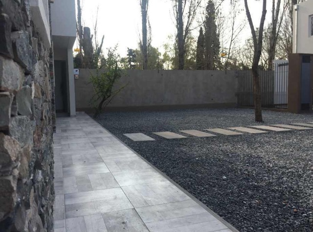venta duplex 3 ambientes cochera  patio. ituzaingo