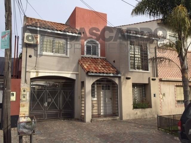 venta dúplex 3 ambientes con garage y patio.