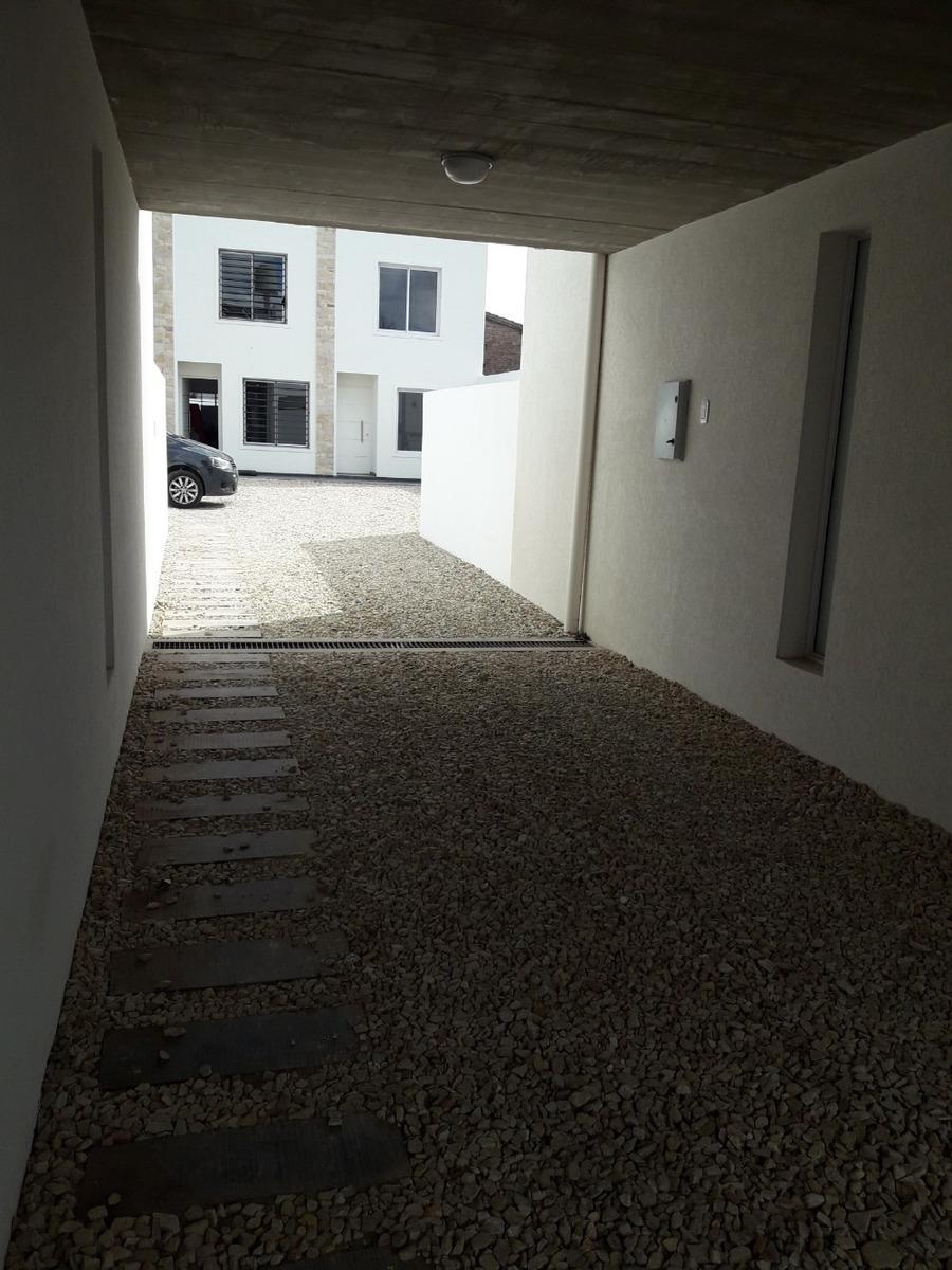 venta duplex  4 amb, cochera privada y patio. ituzaingo