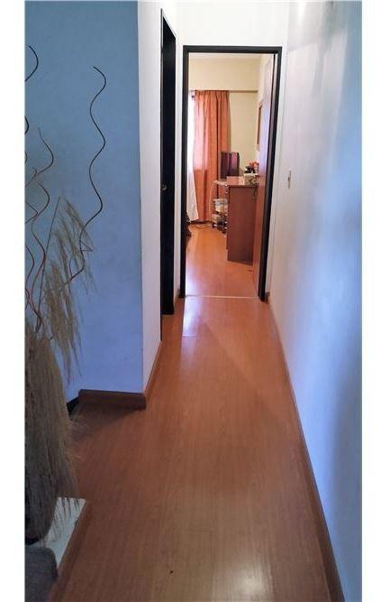 venta duplex 4 amb. con coch. y patio  carapachay