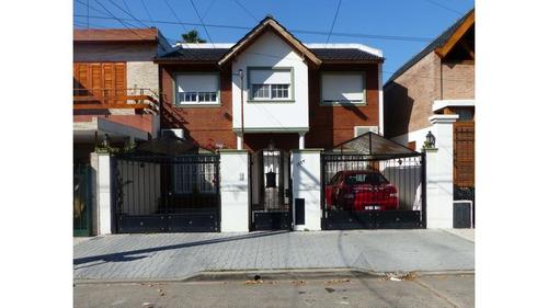 venta duplex con cochera, patio y parrilla