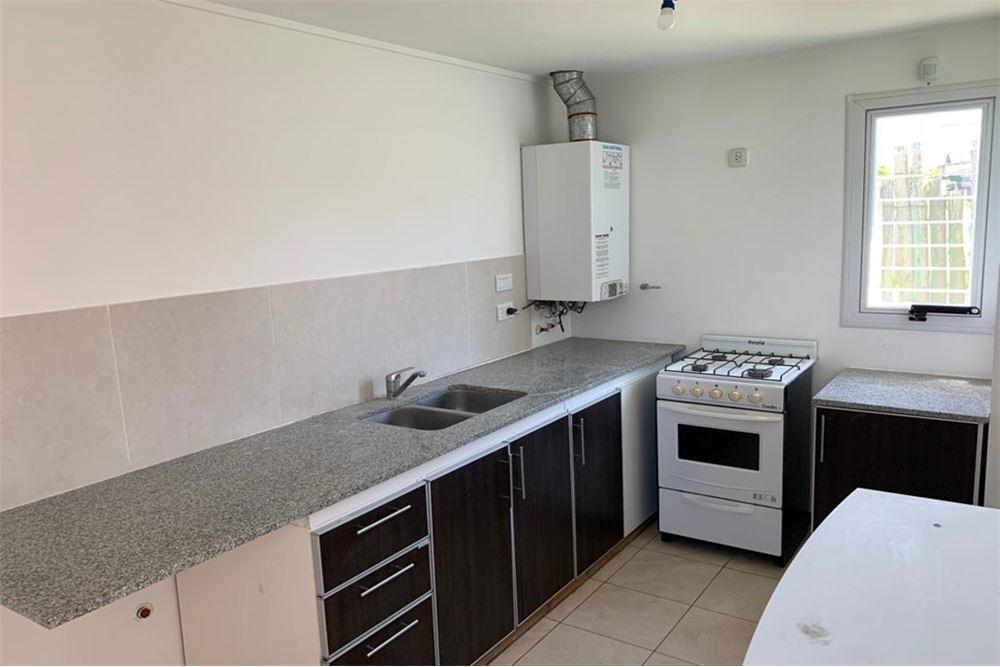 venta duplex de 2 dormitorios con parque y cochera