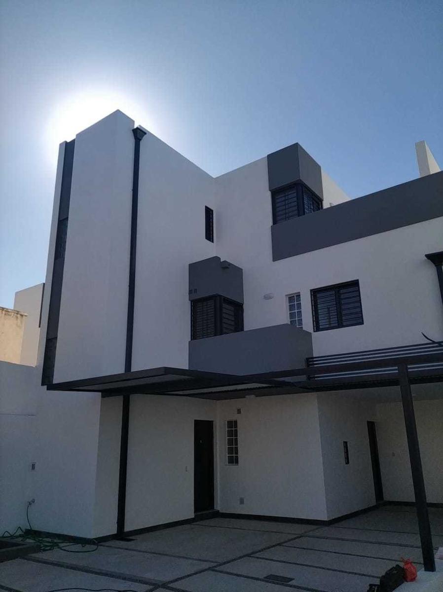 venta duplex en complejo cerrado b° lomas del chateau, calle cumpeo