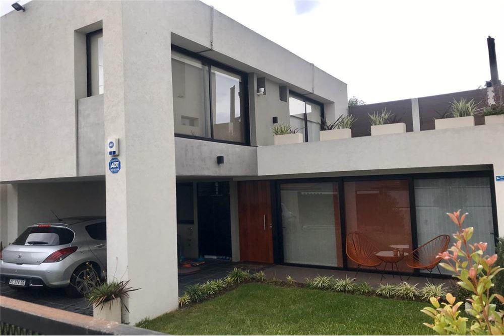 venta-duplex tipo casa 3 amb.- city bell