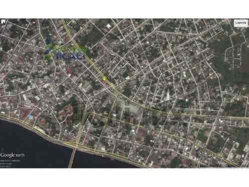 venta edificio comercial centrico tuxpan veracruz 3 pisos en zona centro con locales y departamentos, ubicado en la colonia centro del puerto de tuxpan, en la planta baja por la lópez mateos hay un l