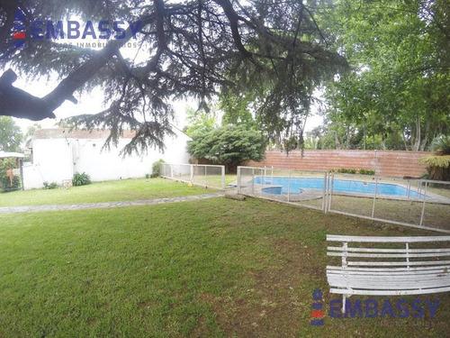 venta en block-5 lotes con importante casa, departamento al fondo y piscina en otro terreno.