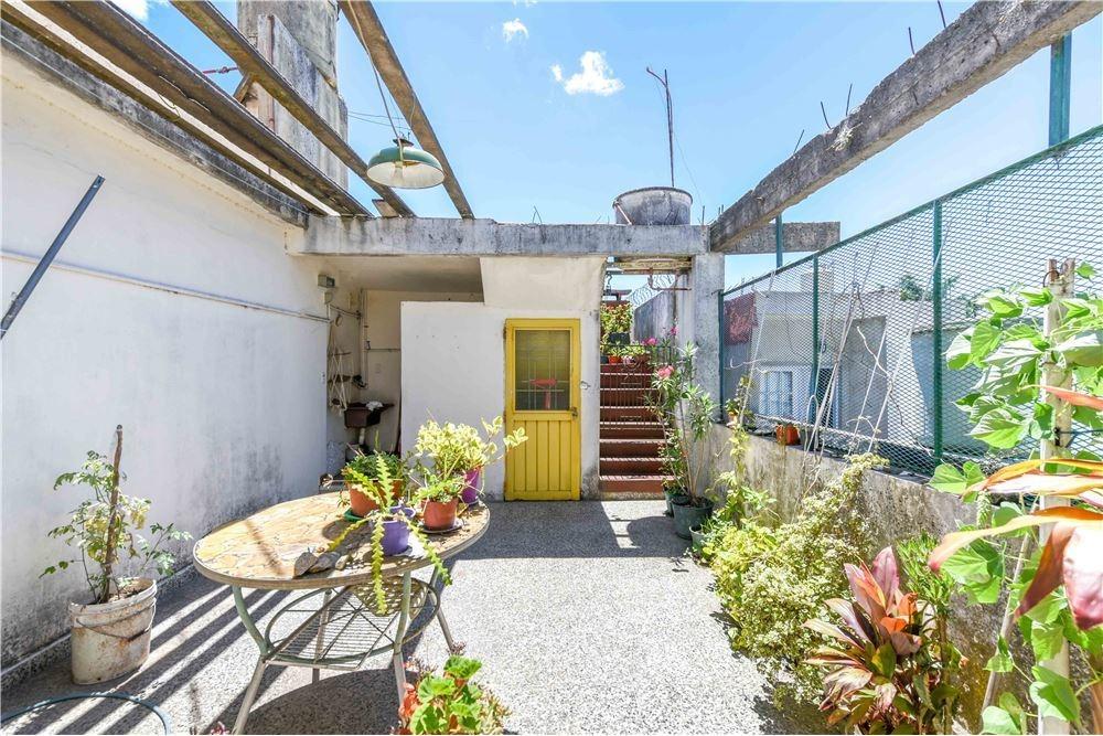 venta en block casa con local, cochera y parque
