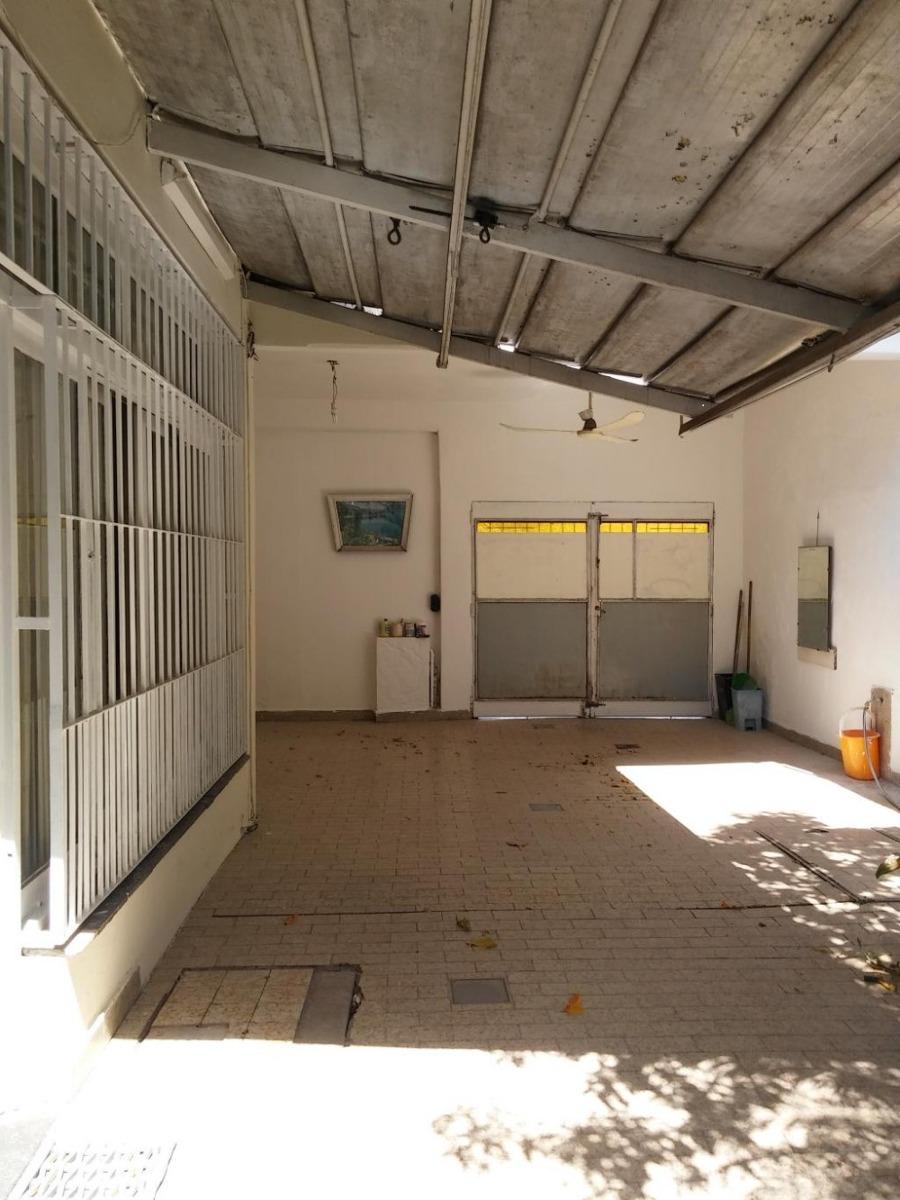 venta en caseros casa 3 amb. c/dos entradas + local 20 m2