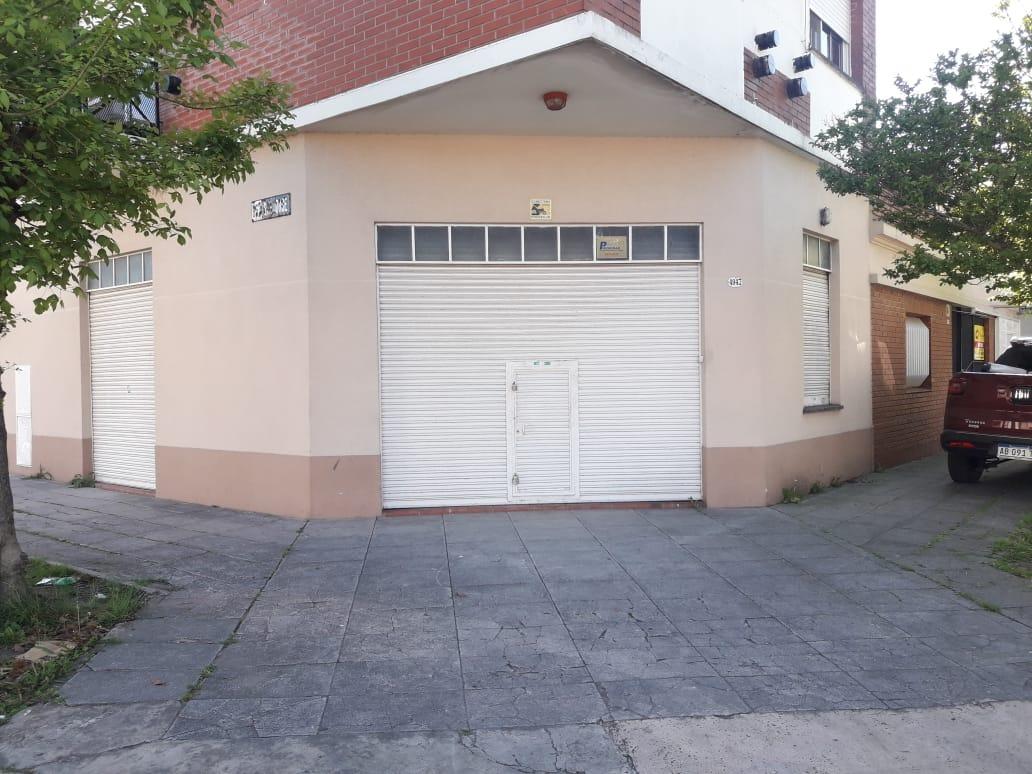 venta en caseros casa  + local  en muy buen estado.