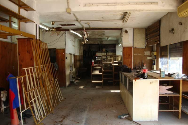 venta en caseros local c/deposito  construir en terraza