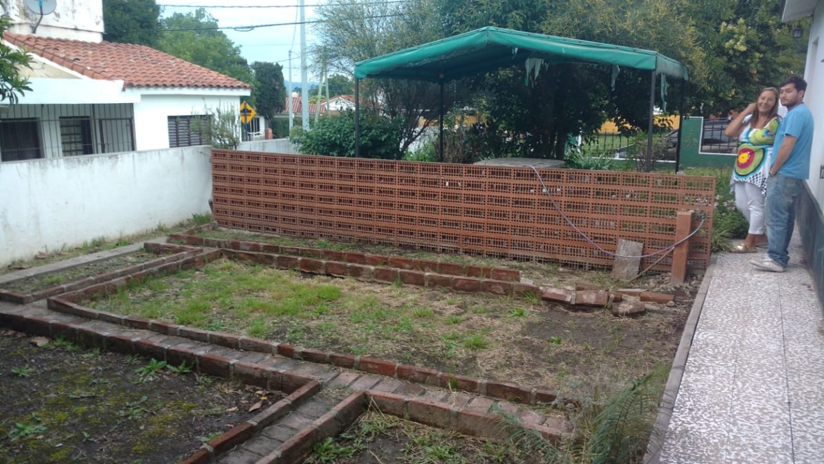 venta en la falda chalet 4 ambientes con jardin y garage