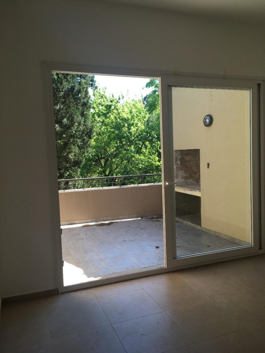 venta en pozo departamento en pilar 3 ambientes con cochera