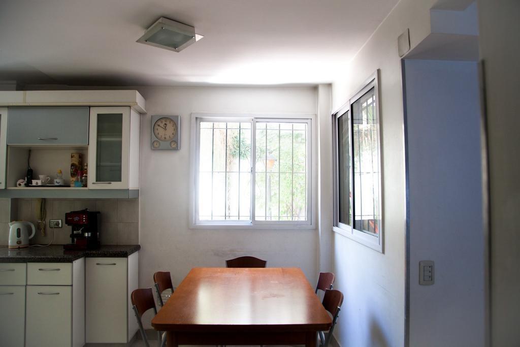 venta espectacular casa reciclada, ideal familia numerosa. villa del parque