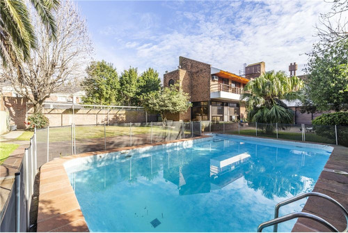 venta exclusiva casa 2 plantas, 425m2 cubiertos, terreno 1273m2, pileta, jardin, cocheras, ubicada en la calle int. neyer 3600 beccar san isidro