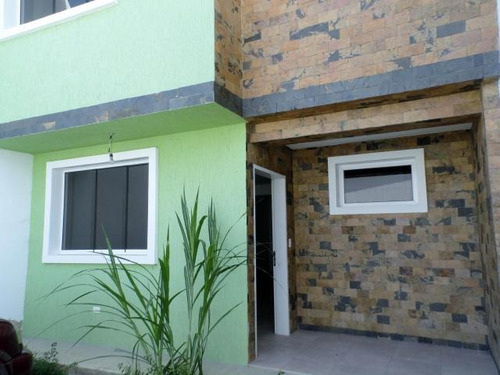 venta exclusivo town house 136mts2 urb.privado maracay.gbf