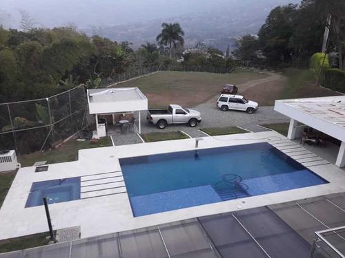 venta finca moderna en copacabana antioquia
