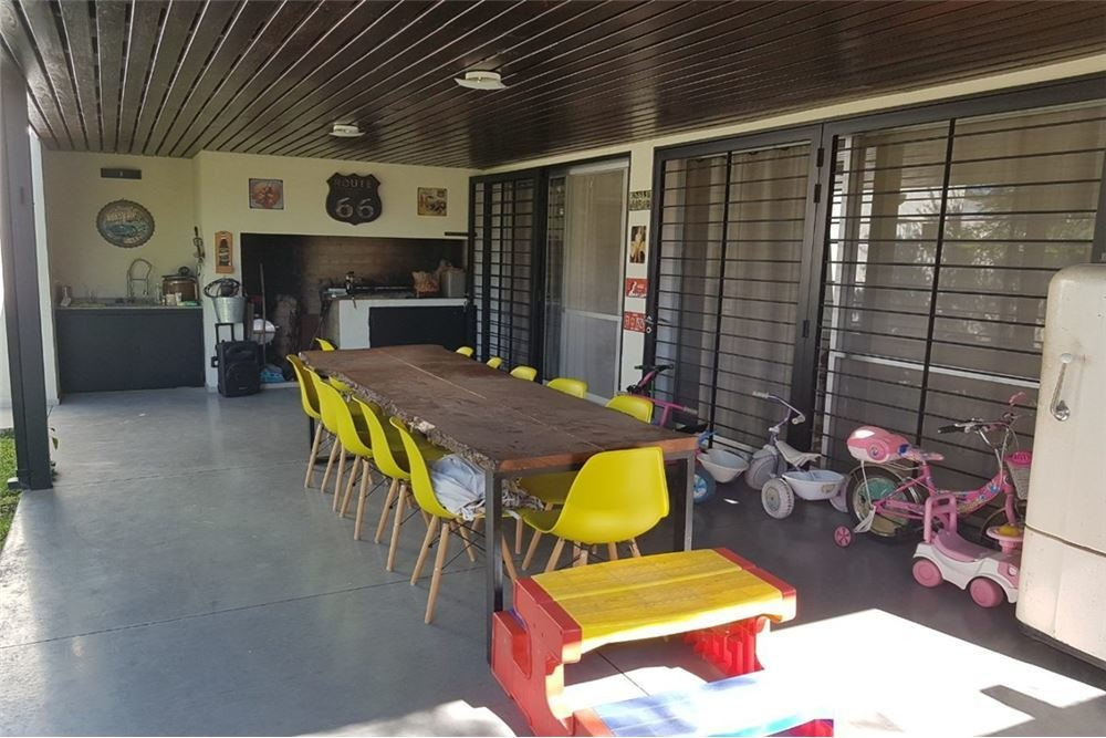 venta- fisherton casa 4 dormitorios c/patio pileta
