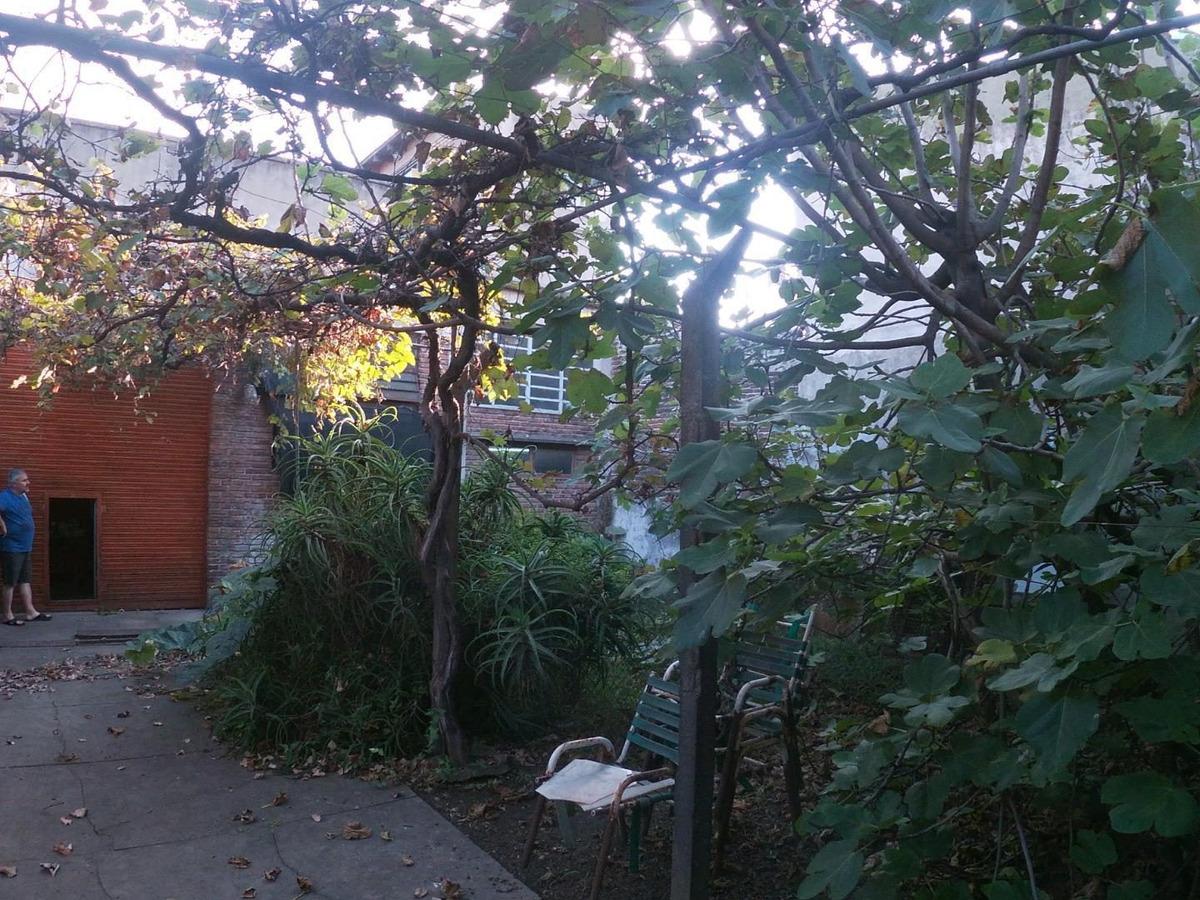venta galpón con vivienda sobre lote de 10 x 34