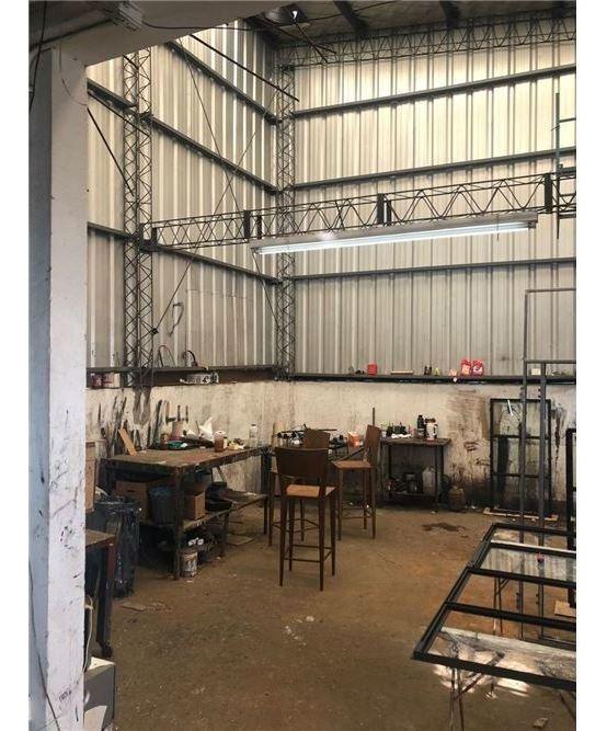 venta galpón/industria en dos plantas vte lopez a 500 mts gral paz y av balbin con local comercial showroom en pb