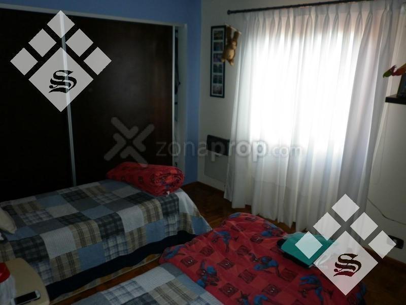 venta gran propiedad. 3 dormitorios. castelar norte!