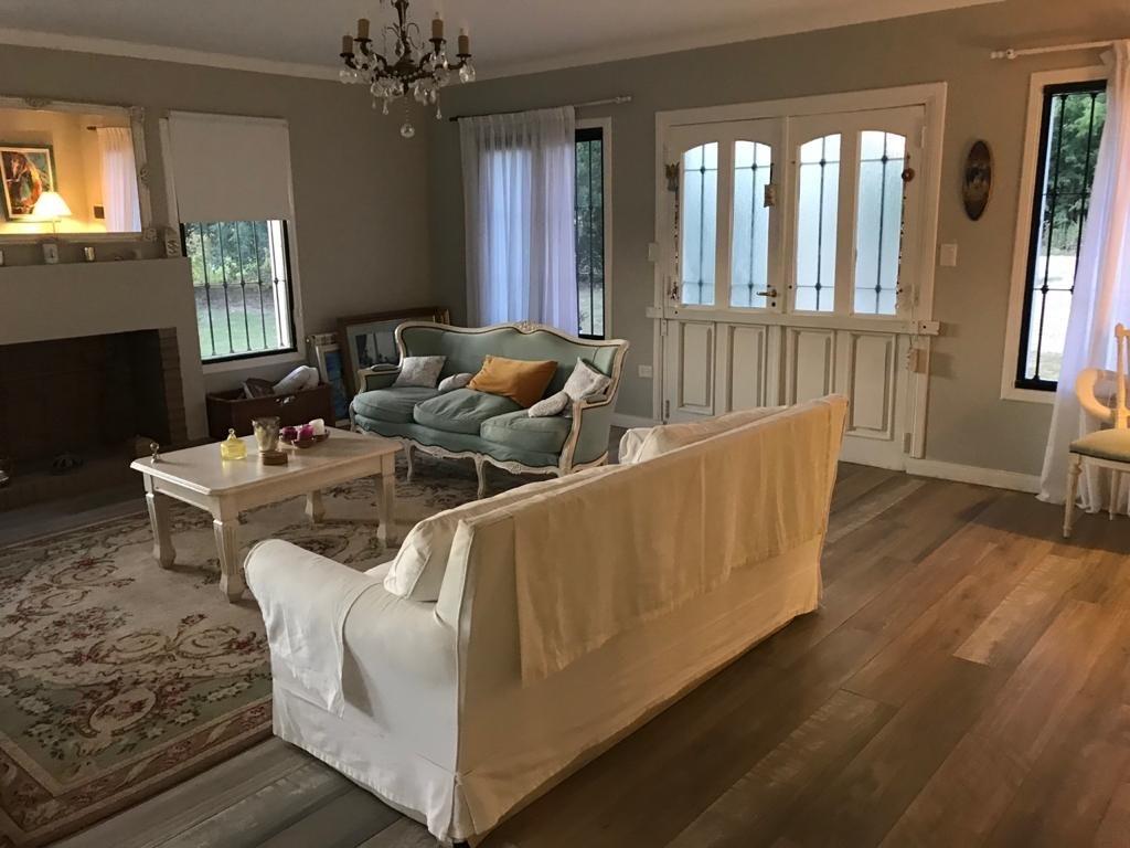 venta hermosa casa - 3 dorm 2 baños - pileta - lobos
