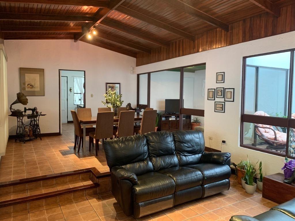 venta  hermosa casa un nivel con apartamento moravia