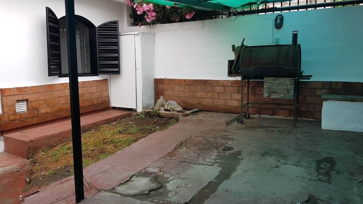 venta hermoso ph en barrio malvinas de dos dorm con patio y cochera