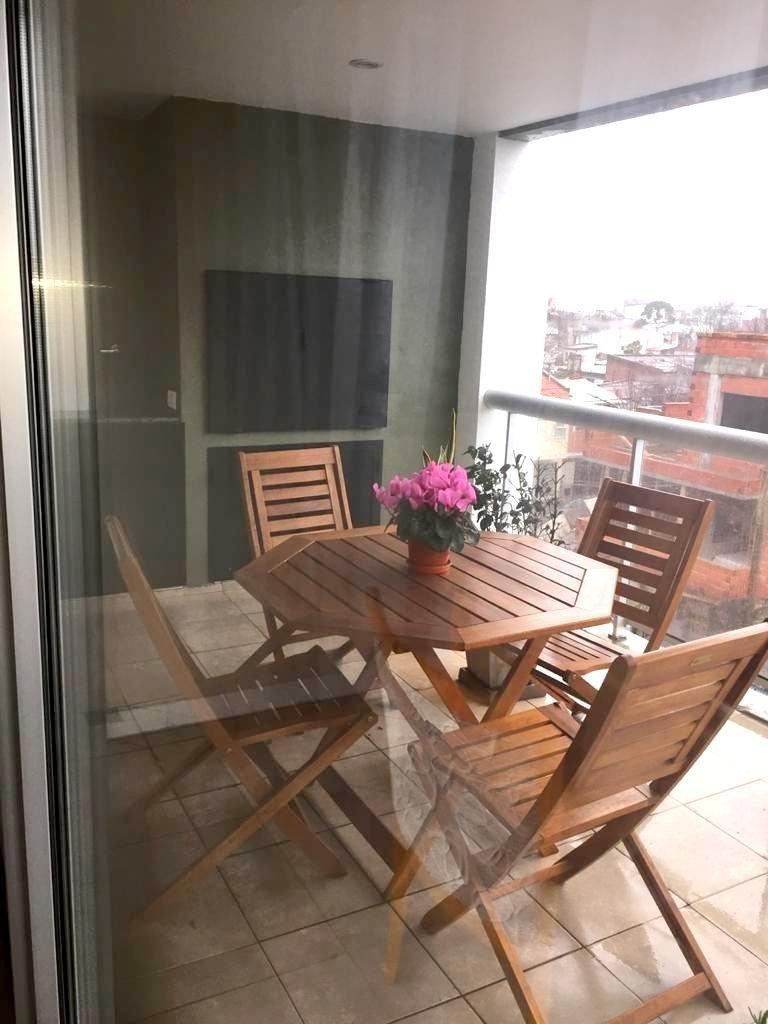 venta / hermoso piso de 4 ambientes, con amplios balcones, cochera fija y balcón terraza con parrilla