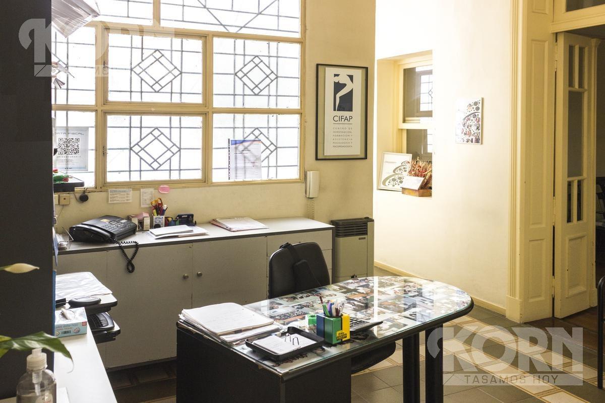 venta impecable oficina/ instituto en balvanera