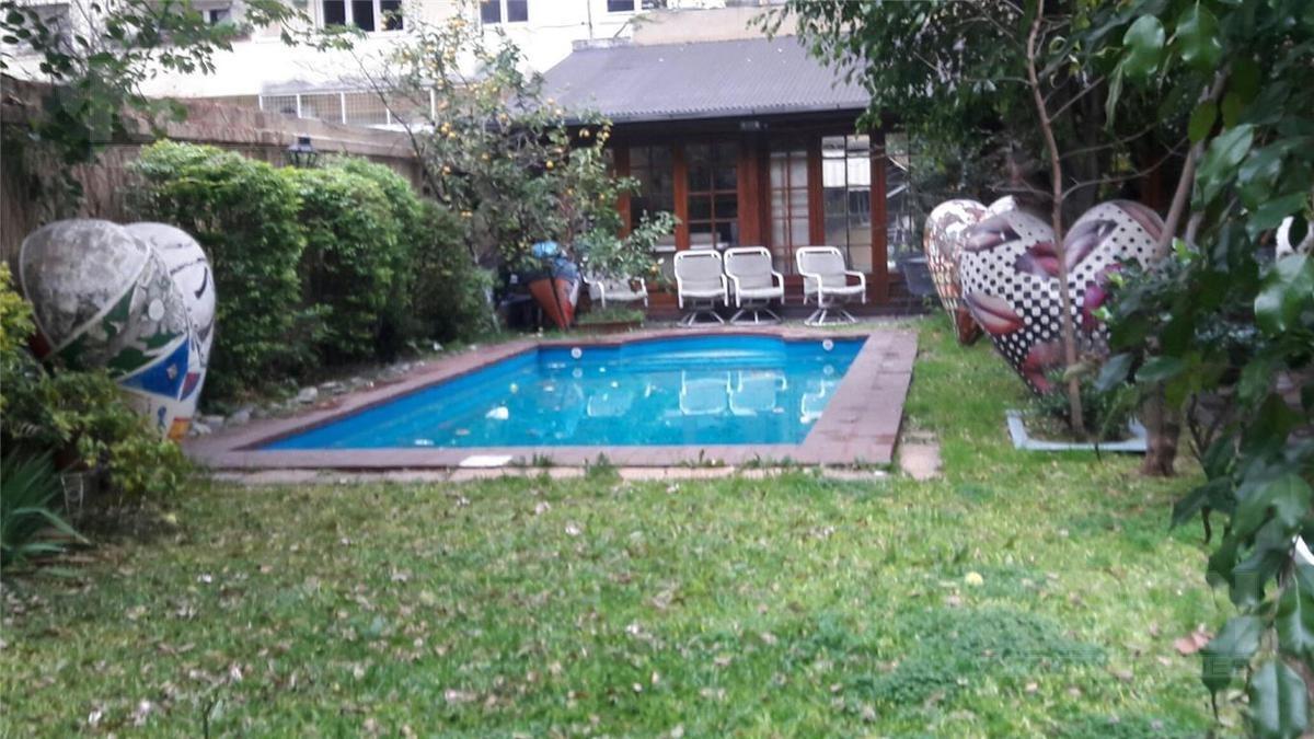 venta importante casa sobre lote propio 10 x 61 metros,  c/piscina,  quincho  y cochera para 2 autos