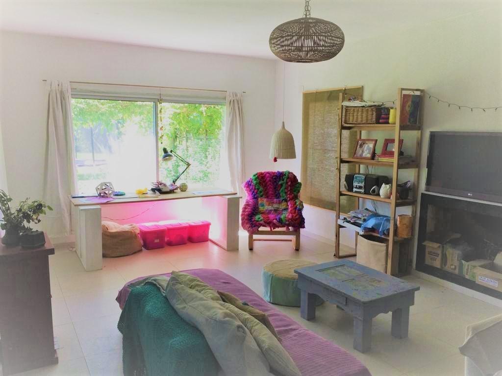 venta lindísima casa de 3 dormitorios y dependencia en villanueva, benavídez