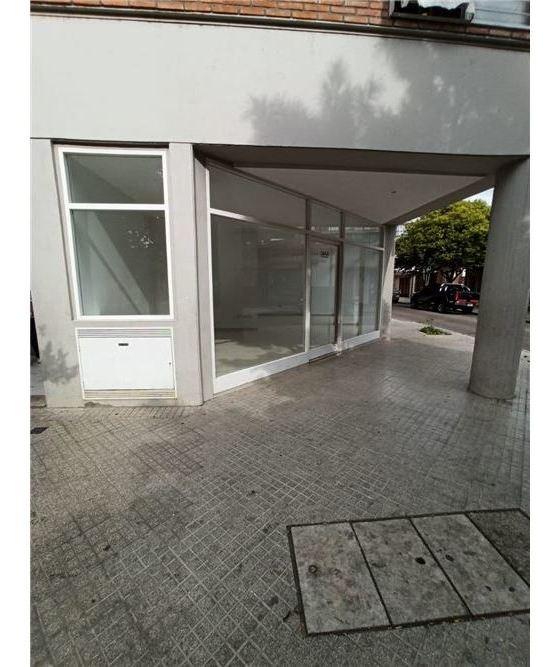 venta local comercial con vidriera