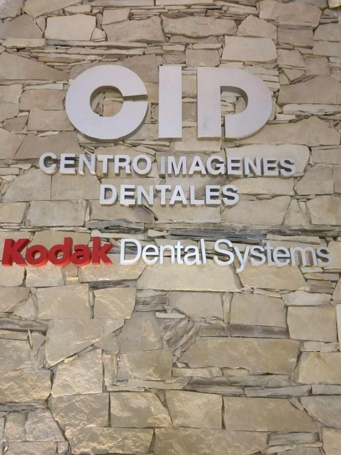 venta local con centro de imágenes dentales funcionando
