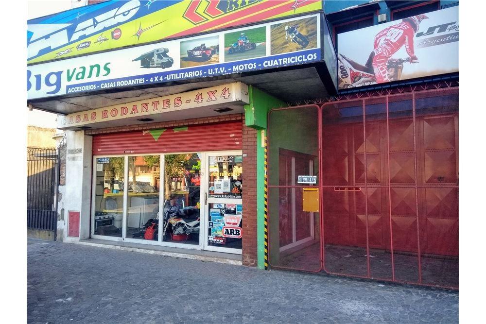 venta local con deposito, galpon  y garage bernal