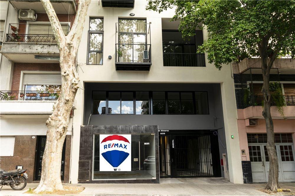 venta local con oficinas y cochera en villa crespo
