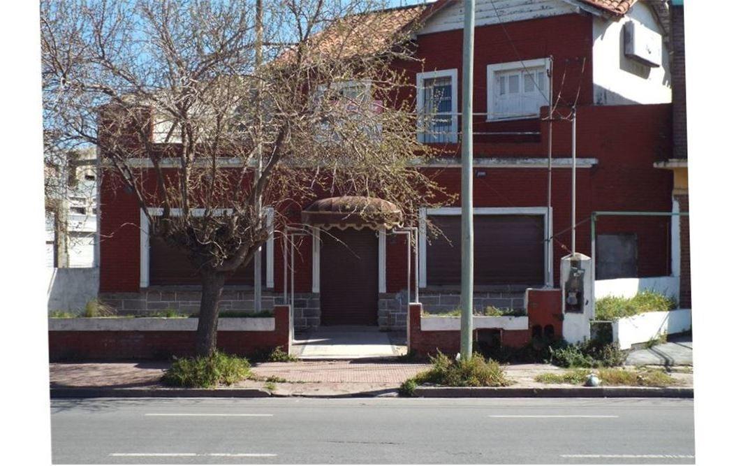 venta local con vivienda zona centro puerto.