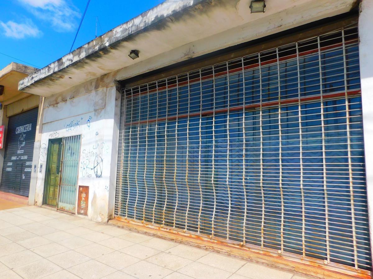 venta local con vivienda.villa zapiola, paso del rey