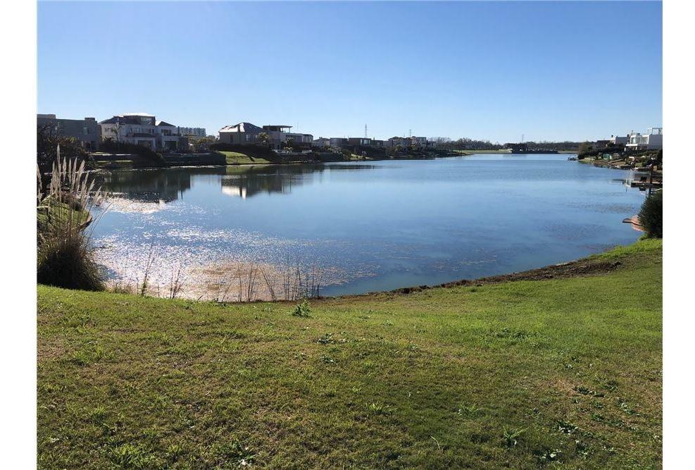 venta lote al agua lagos del golf nordelta