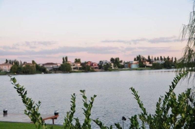 venta lote al lago central en los castores nordelta