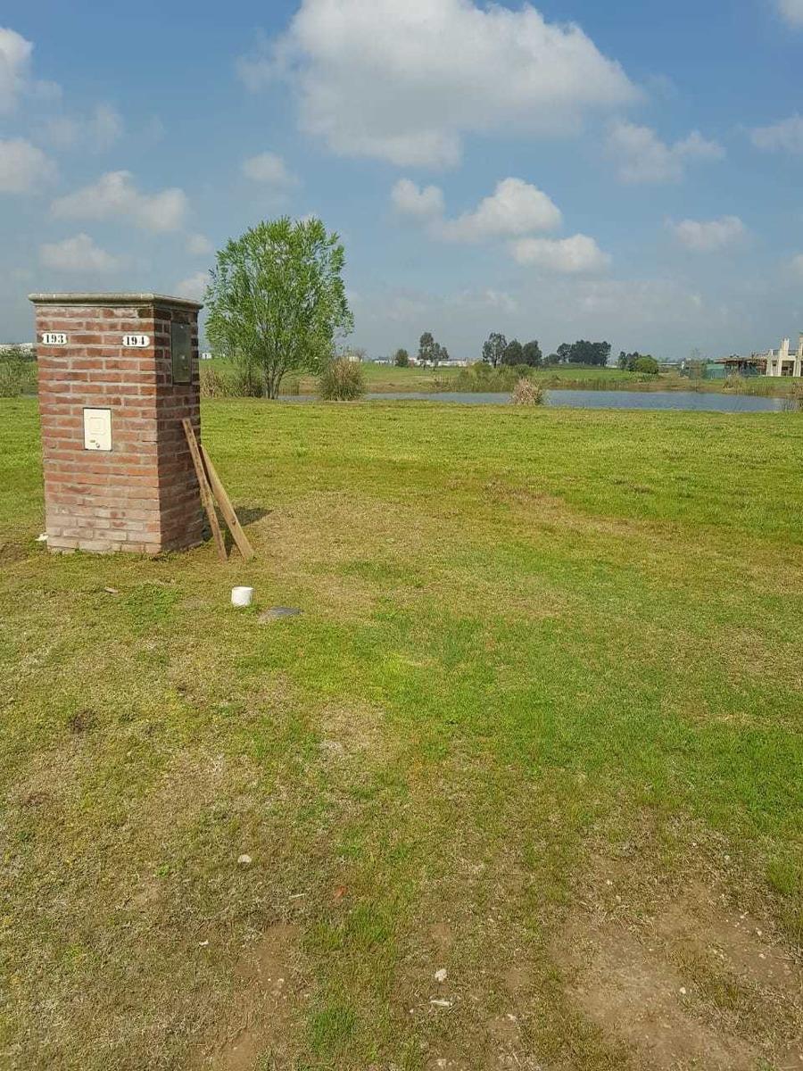 venta lote en canton barrio golf con vista a laguna interna