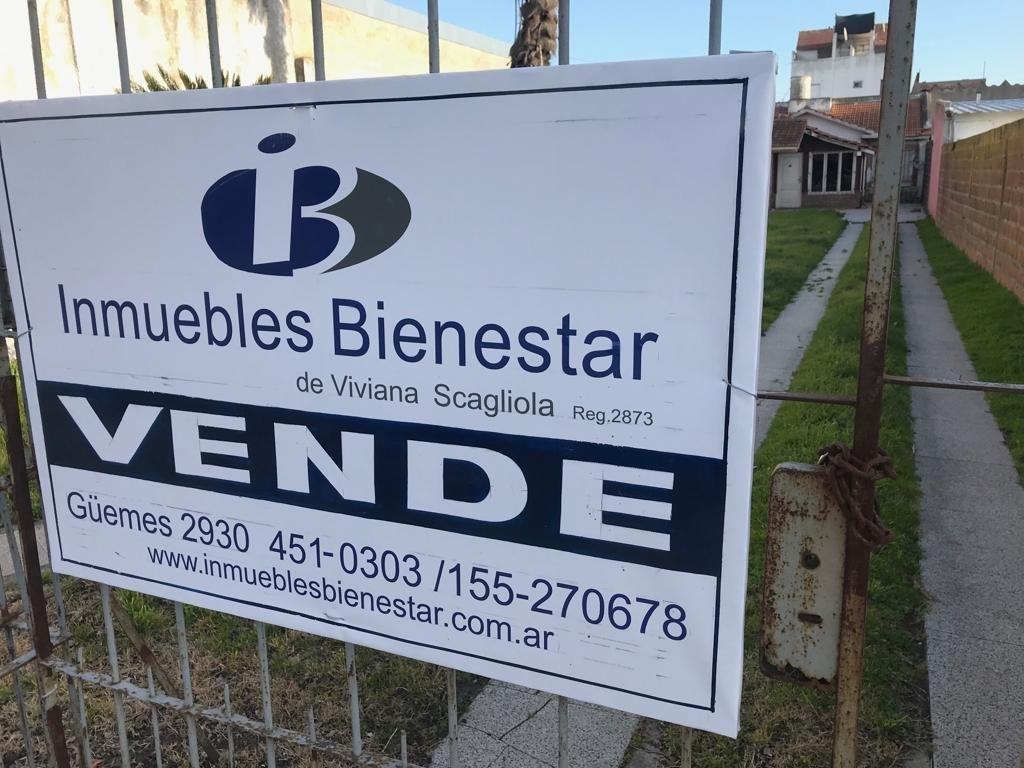 venta lote en villa primera de 8.66x43.30. excelente propuesta para inversión. toma metros a construir.