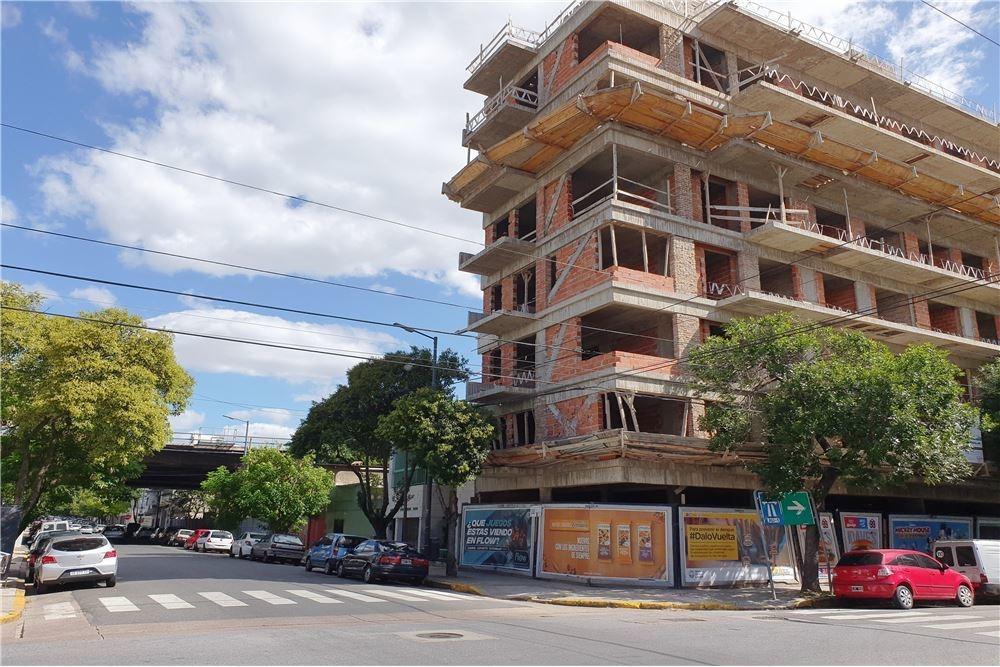 venta lote para construir 3 pisos caballito